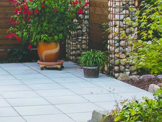 Få inpsiration til valg af terrassebelægning. Se vores udvalg her!
